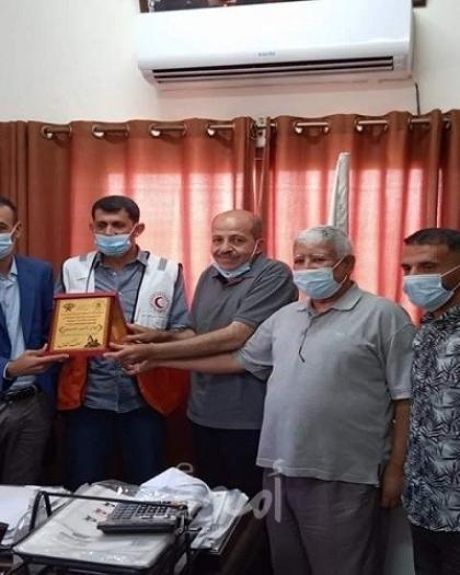 الديمقراطية تكرم المستشفى الأندونيسي والهلال الأحمر والدفاع المدني بشمال القطاع