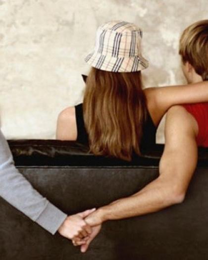 من خلال إعلان.. سيدة تكتشف خيانة زوجها بعد زواج 10 سنوات