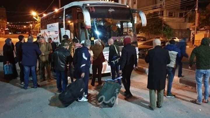 صور .. مغادرة الفوج الأول من معتمري غزة عبر معبر رفح - أمد للإعلام